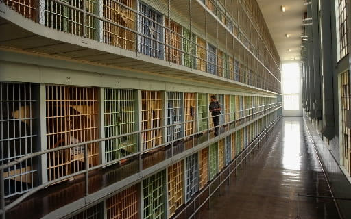 federal-prison-1