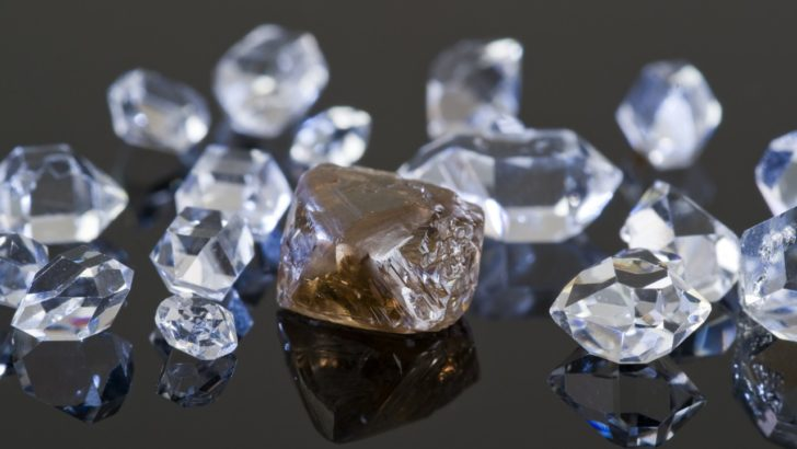 Financial-Fraud-Group-Of-Twelve-Charged-For-Role-in-Fraudulently-Obtaining-Millions-of-Dollars-in-Virtually-Untraceable-Diamonds-728x410
